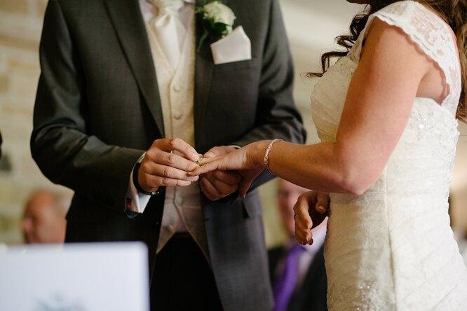 «Моя свадьба — несвидание!» Сестра невесты требует пригласить ее нового парня