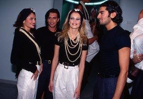 Тонкие брови, крабик и другие тренды 90-х, которые в моде этой осенью