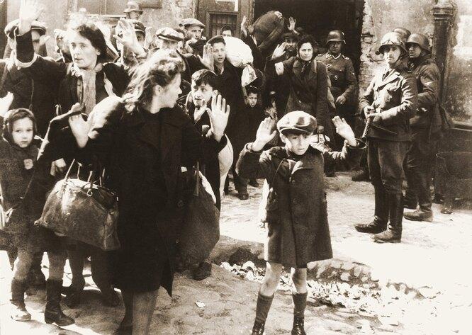 «Зачистка» еврейского населения на территории Варшавского гетто в день начала восстания. 19 апреля 1943 года