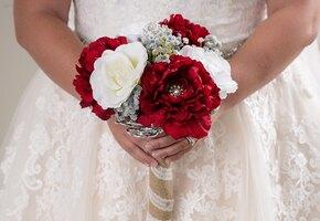 Невеста много лет не общалась с родителями, но потребовала оплатить её свадьбу