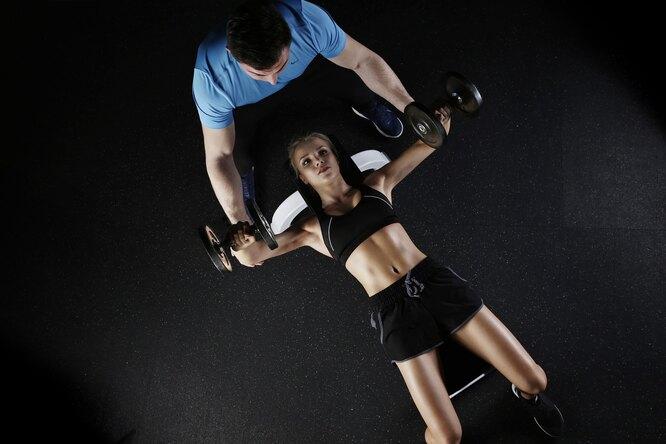 мышцы, тренировка, девушка тренер, качать мышцы, силовые