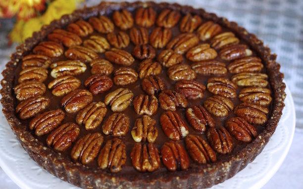 Десерт RAW чизкейк с карамелью и орехом пекан без муки и сахара