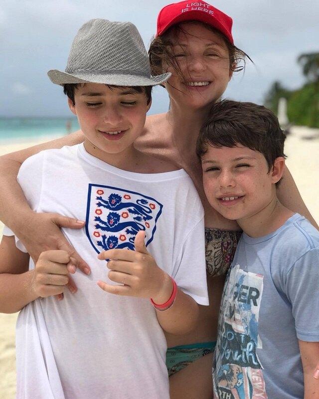 Анна Банщикова с сыновьями