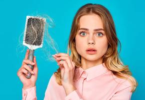 Не только красота: 7 причин потери волос у женщин и как это исправить