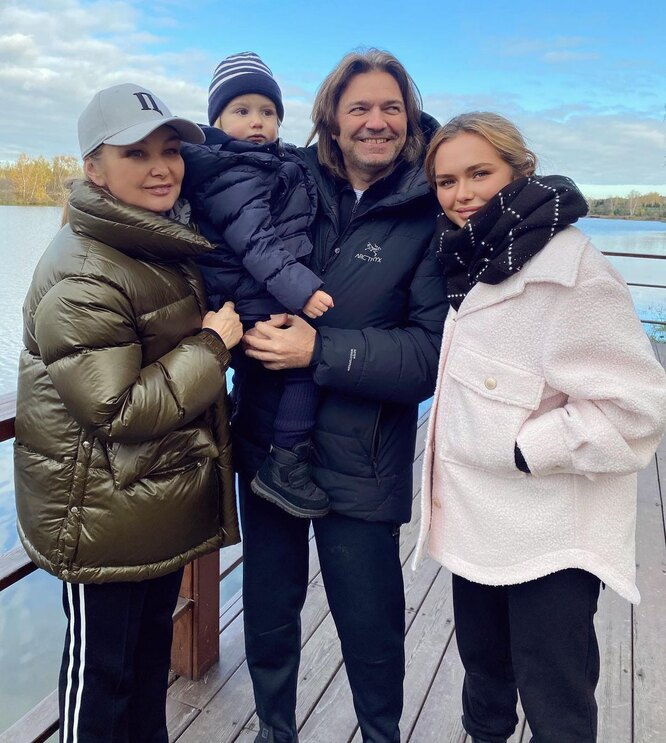 Стеша Маликова с родителями и братом