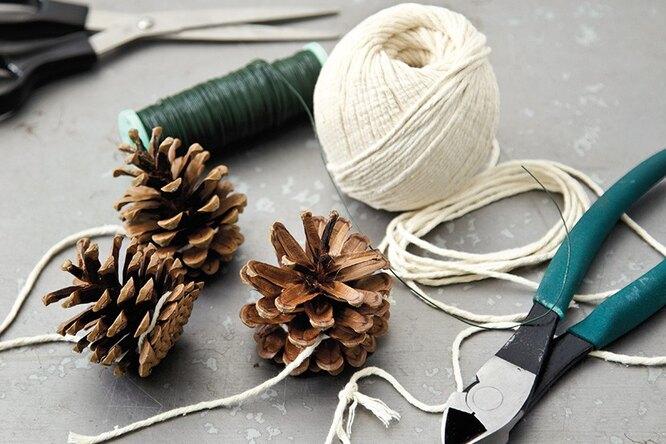 Новогодний декор изшишек: 10 украшений, которые можно сделать своими руками