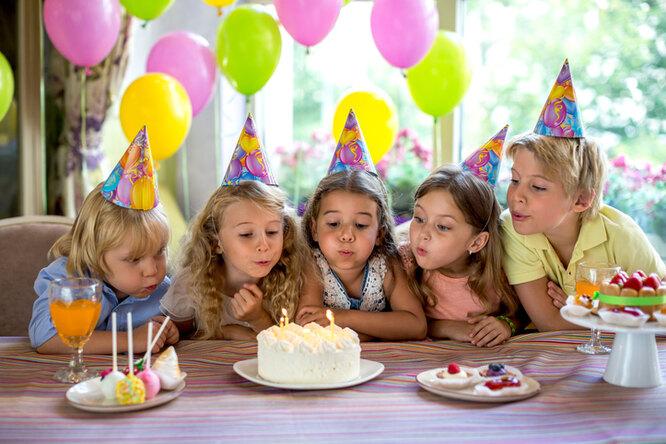 «Куда подевались простые детские дни рождения?» Обычная мама — огонке родительского тщеславия