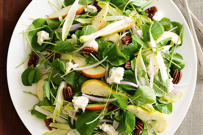 Салат с грушами и горгонзолой
