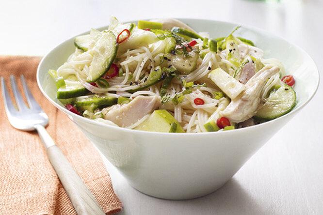 Салат из курицы с лапшой по-азиатски