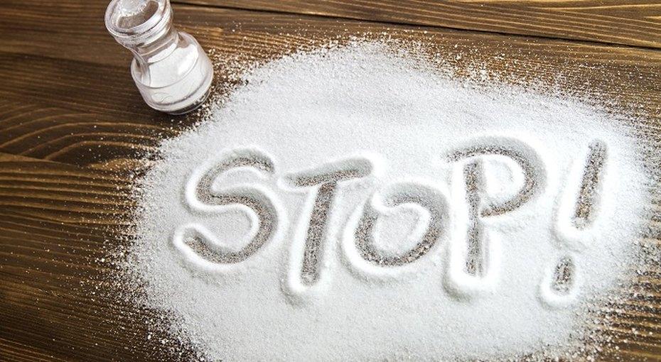 Головная боль, проблемы спамятью иеще 4 признака того, что вы едите слишком много соли