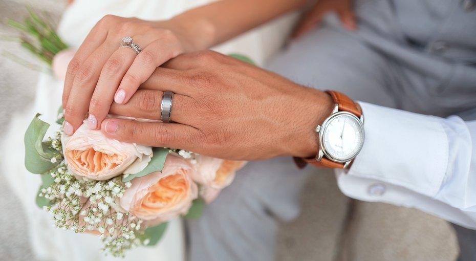 Мужчина сдеменцией повторно женился насвоей супруге, забыв 12 лет совместной жизни