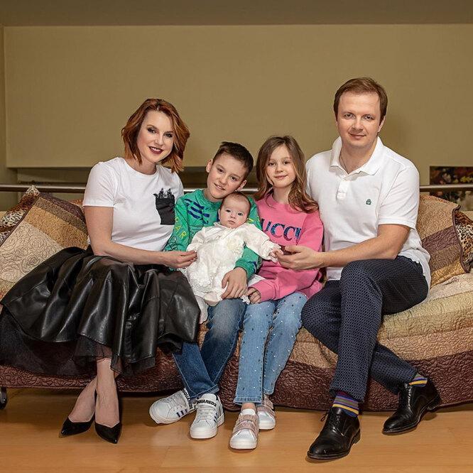 Ирина Слуцкая с мужем и детьми