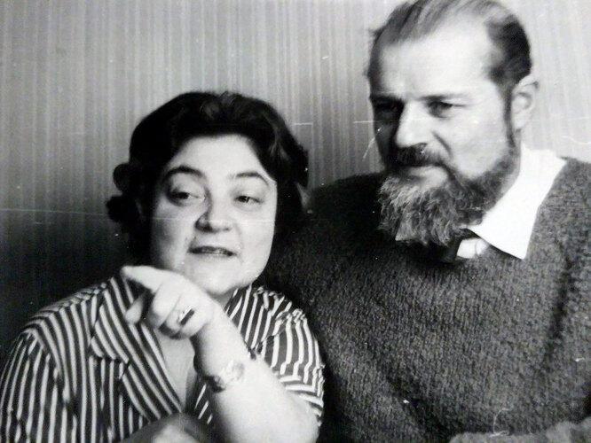 Виктория Вольпина и Александр Есенин-Вольпин, конец 1960-х годов