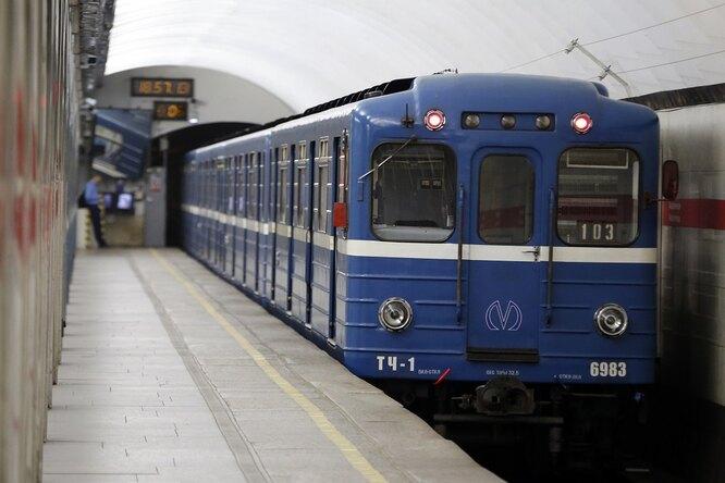 «Первый малыш заполвека»: женщина родила ребенка настанции метро вПетербурге