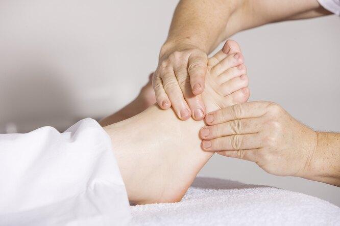 женские ноги, нога массаж, нога отек