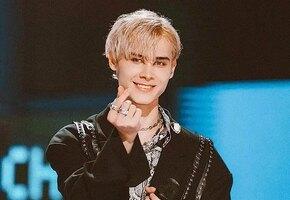 «Он хочет домой!» Парень из России случайно стал заложником шоу талантов в Китае