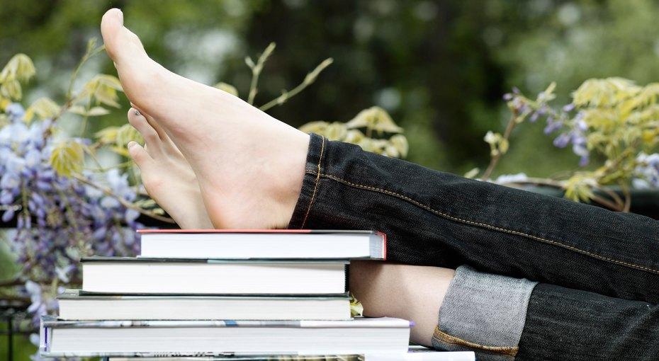 Избавляемся оттесной обуви изаписываемся напедикюр: простые советы притрещинах наступнях