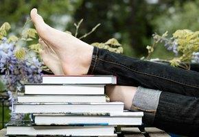 Избавляемся от тесной обуви и записываемся на педикюр: простые советы при трещинах на ступнях
