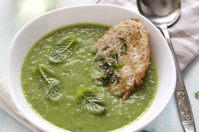 Суп - пюре из зеленого лука с гренками