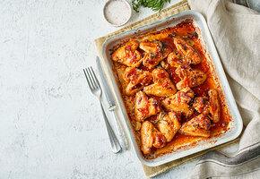 Рецепты звезд: Оскар Кучера готовит крылья в соевом соусе