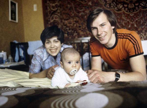 Ирина Роднина и Александр Зайцев с сыном Сашей 1979 г.