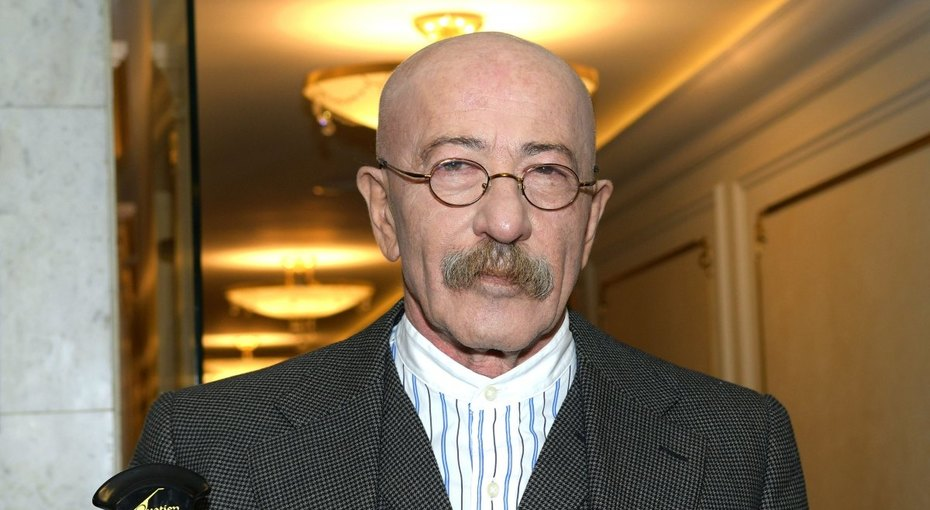 Александр Розенбаум перенес операцию
