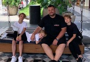 «22 тысячи шагов!»: Сергей Жуков побывал в Диснейленде и очень устал