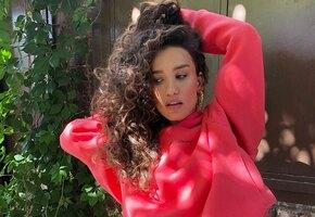 Нежная девочка: Виктория Дайнеко показала себя 18-летнюю в платье с декольте