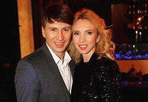 «Старшая папина, младшая мамина»: Алексей Ягудин и Татьяна Тотьмянина показали подросших дочерей