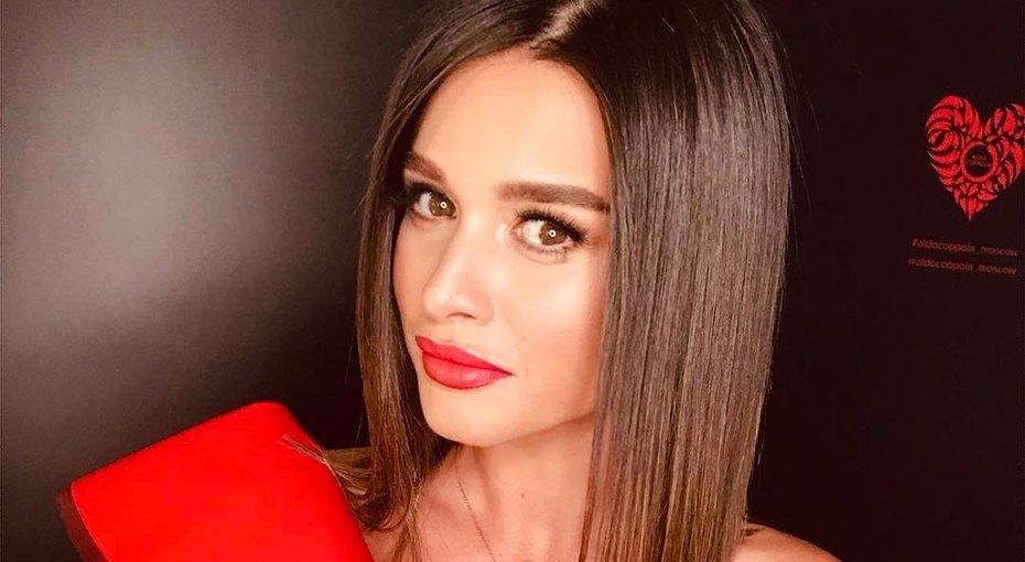 «Дядя Толя утелека»: Ксения Бородина запечатлела младшую дочь взабавной позе