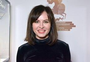 «Чтобы я так в 40 выглядела»: Оксана Лаврентьева позирует в топе без лифчика