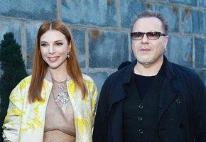 «Вам повезло с женой»: Владимир Пресняков показал эффектное фото Натальи Подольской в купальнике