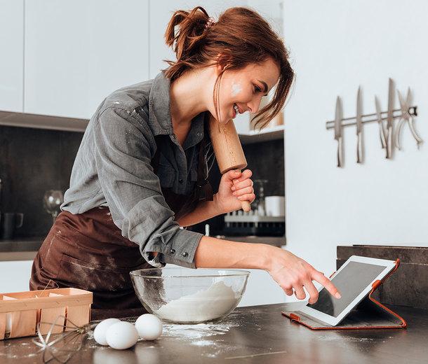 Суши-торт ичипсы вмикроволновке: 10 фуд-блогеров изTikTok, которых смотрит Россия