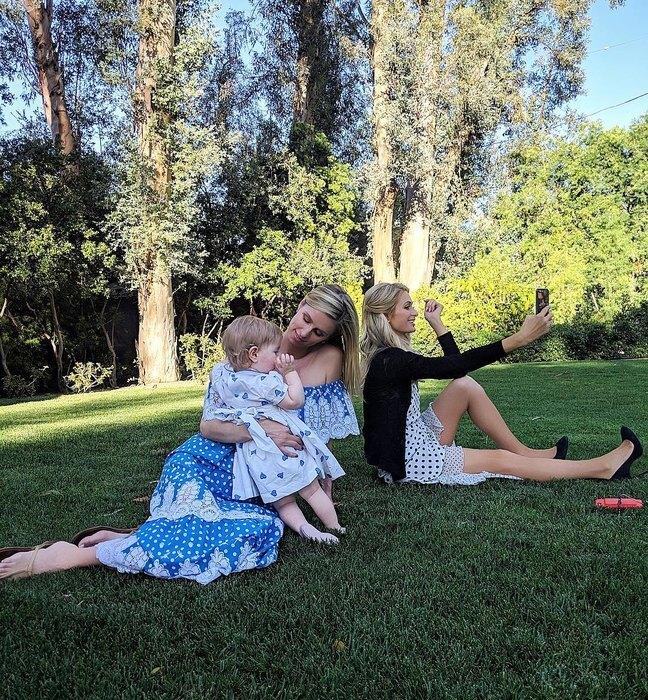 Перис Хилтон и Ники Хилтон с дочерью