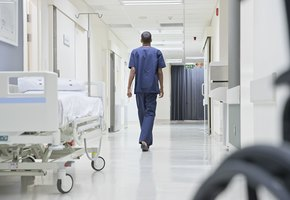 Психиатра осудили за халатность: его пациент вышел из больницы и убил ребёнка