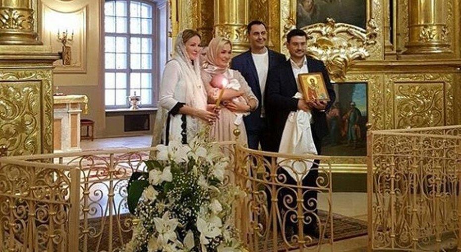 Стас иЮлия Костюшкины крестили новорожденного сына