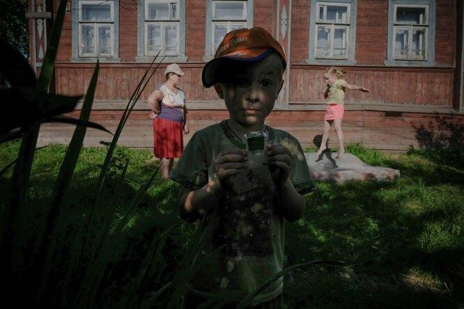 Надежда Михайловна с внуками на даче Фото: Юлия Скоробогатова для ТД