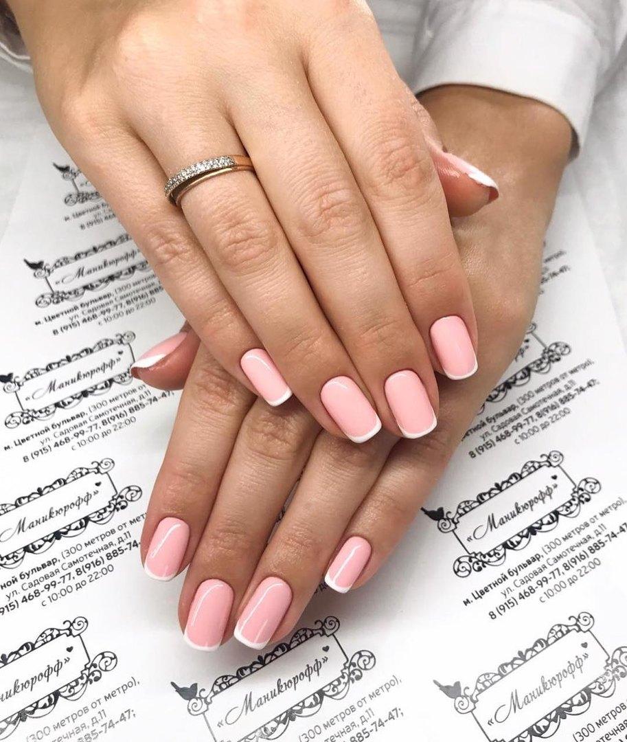 Нежно-розовый французский маникюр