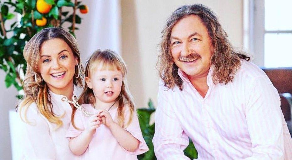 «Сказка омаленькой мужчине»: Игорь Николаев показал, как читает его дочка