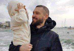 Солист группы Uma2rman крестил полуторагодовалого сына и впервые показал его лицо