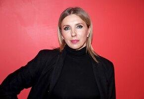 «Идеальная фигура»: 51-летняя Светлана Бондарчук позирует в прозрачном платье