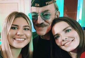 Подходит или нет? Внучка Михаила Боярского покрасила волосы в сиреневый цвет
