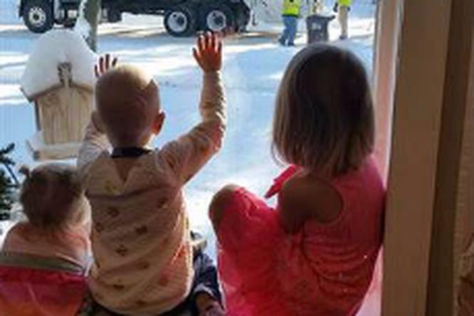 Как два мусорщика подарили надежду семье больной девочки