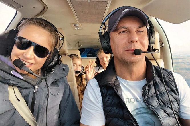 Юлия с супругом и дочерьми: первый полет на семейном самолете Bonanza