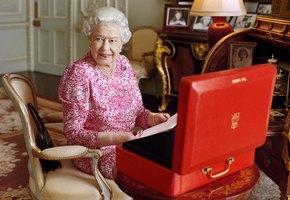 Стареть по-королевски: 7 бьюти-лайфхаков Елизаветы II