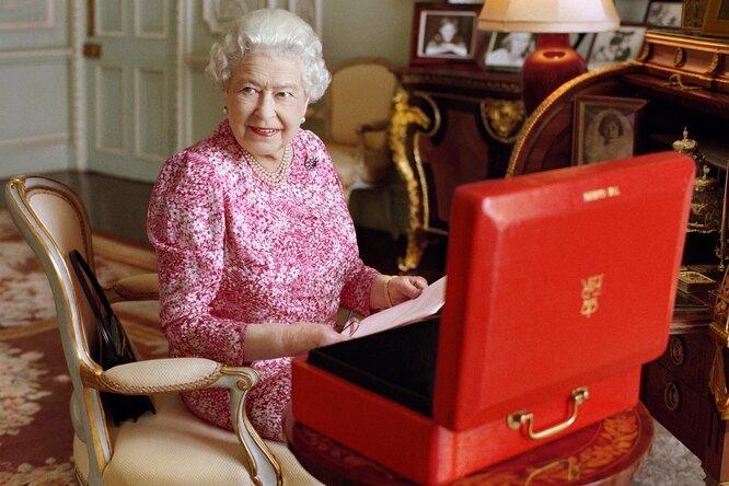 Стареть по-королевски: бьюти-лайфхаки Елизаветы II