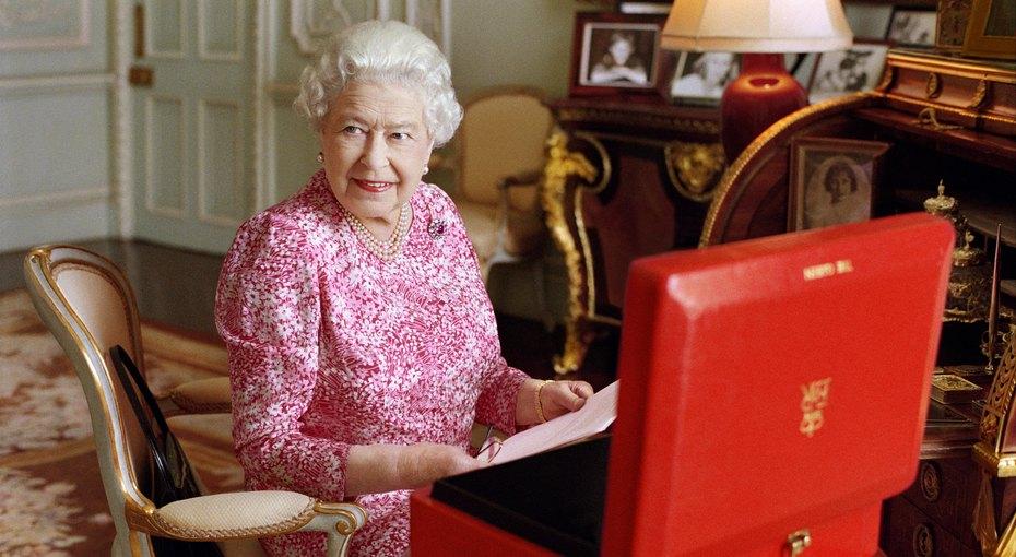 Стареть по‑королевски: бьюти-лайфхаки Елизаветы II