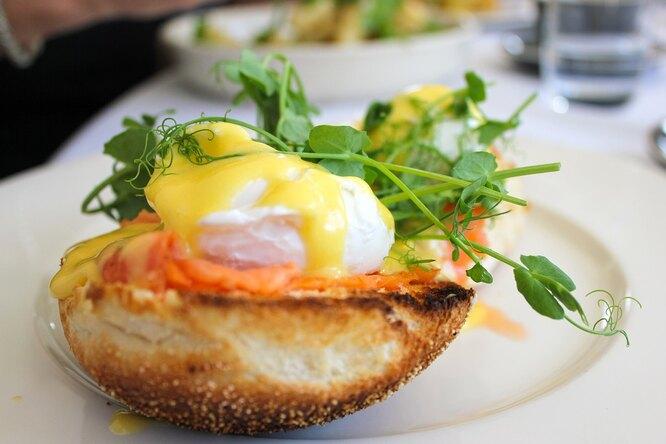 Яйца Бенедикт: как готовят изысканный завтрак гурманов