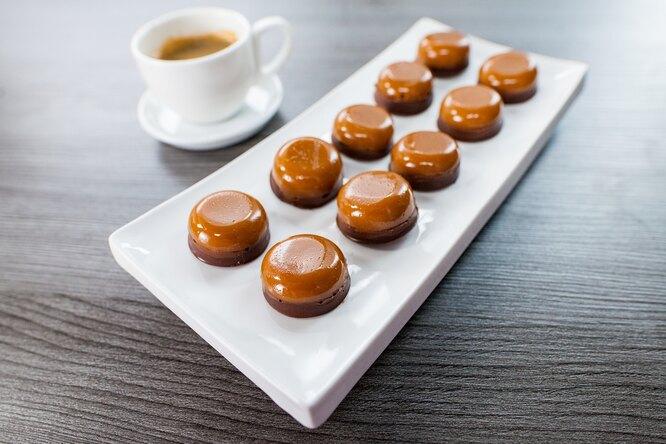 Что приготовить 23 февраля? Домашние конфеты, похожие натофифи – вот идея!