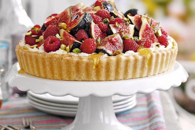 Пирог с фруктами и медом